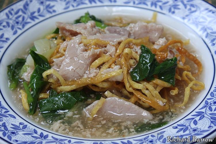 Crispy Egg Noodles in Thick Gravy